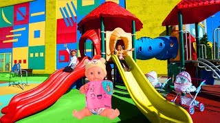 Las Ratitas jugando en el parque con su bebé Pretend play in the park for kids
