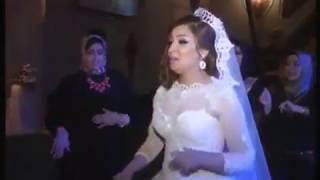 اجمل عروسه ترقص على اغنيه يا بنات حلوين طعمين