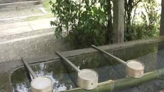 2人がお参りした大洲神社の御手洗場。ハンカチがなかったリカにカンチが...
