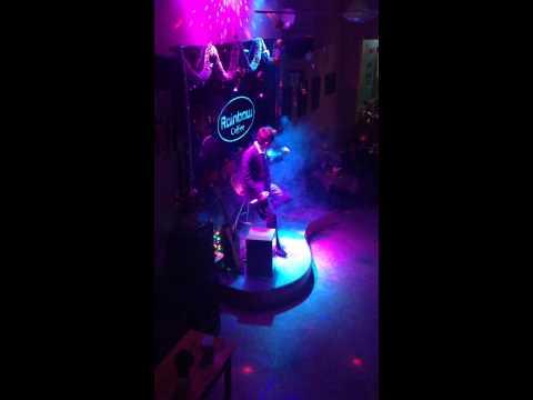 Ngược chiều yêu thương - Live - RainBow