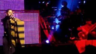 Play Lebanese Blond (Live 2009)
