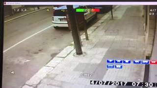 Autoarticolato danneggia auto