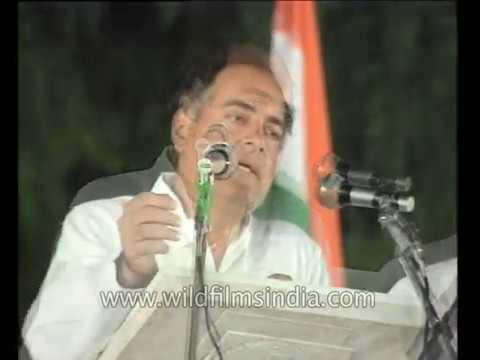 Rajiv Gandhi at a Congress rally - crowds cheer Dosco as he speaks of bhrashtachar