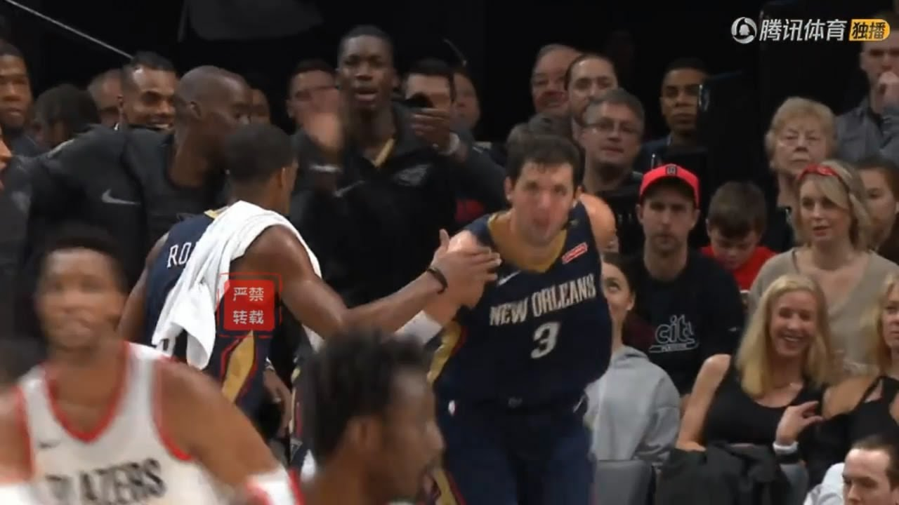 Rajon Rondo Impressed By Mirotic's Unselfish Hustle And Gave Him A High Five From The Bench!