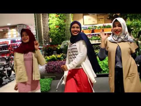 Pharrell Williams - Happy (Suzuya Mall Banda Aceh)