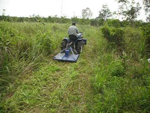 การใช้งานรถไถเล็กตัดหญ้าในสวน