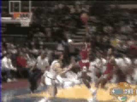 Michael Jordan jam in his first game vs New York - NBA Regular Season 1984/85