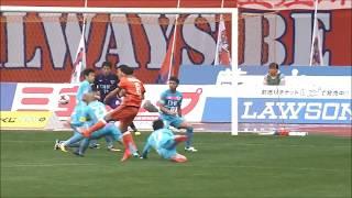 CKのチャンスからこぼれ球を拾った小泉 慶(新潟)が強烈なシュートを突...