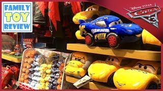 New Cars 3 Toys Hunting Fabulous Lightning Mcqueen 100+ Cars Toy Hunt Only at Disney Store Toys R Us
