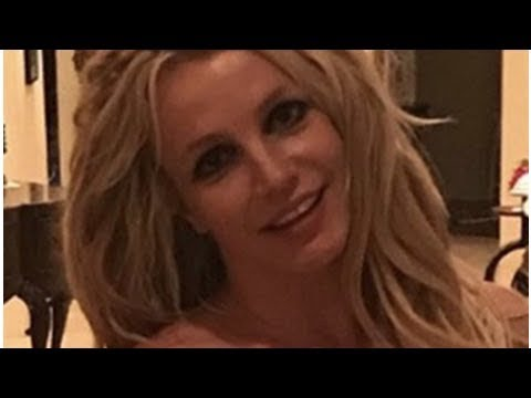 Britney Spears' cleavage bulges in low-cut sports bra thumbnail