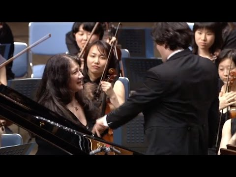 Martha Argerich plays Tchaikovsky's Piano Concerto No.1 in B-flat minor, Op.23 (cond. Pappano)(2001)