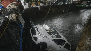 Incessant rains brings Mumbai to a standstill 16 killed in wall collapse