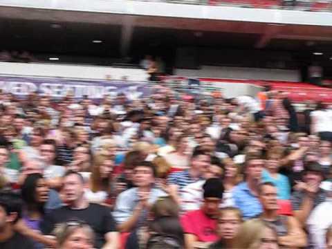 The Wembley Crowd Waits (5.10pm) Coldplay Live at Wembley 2009