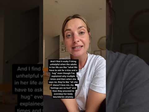 Mamá explica porque no obliga a su hija a besar a sus abuelos