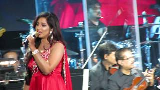 Gambar cover Radha Shreya Ghoshal Live (Student of the Year)