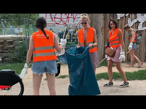Berlin gets cleaner parks thanks to trash collection scheme involving tourists