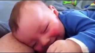 Video Uykusunda gülen sevimli bebek download MP3, 3GP, MP4, WEBM, AVI, FLV Desember 2017