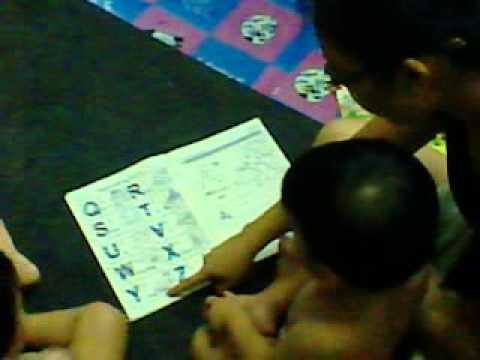 เด็กแฝดฝึกอ่าน ABC
