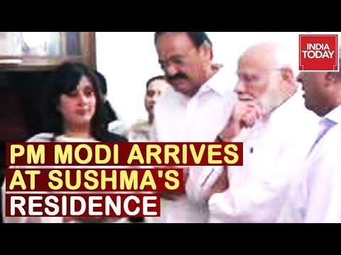 pm-modi-arrives-at-sushma-swaraj's-residence,-amit-shah-to-arrive-shortly- -live