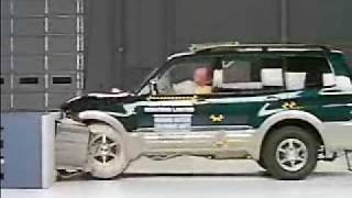 Crash Test 2001 - 2006 Mitsubishi Pajero / Montero IIHS