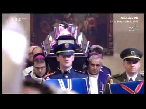Uložení rakve kardinála Miloslava Vlka do hrobky arcibiskupů 25.března 2017.