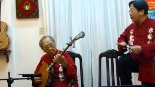 Cha con GS-TS Trần Văn Khê hòa đàn ngẫu hứng 2014