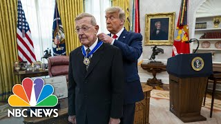 Trump Awards Lou Holtz With Presidential Medal Of Freedom | NBC News NOW