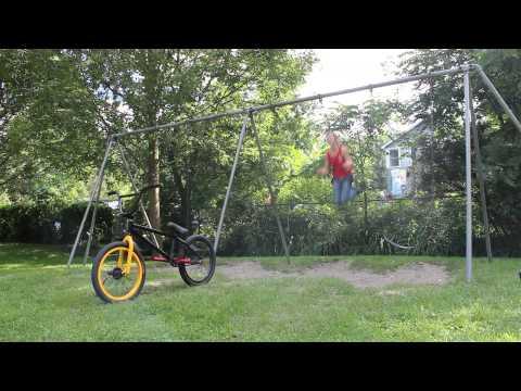 Backflip von der Schaukel aufs Fahrrad