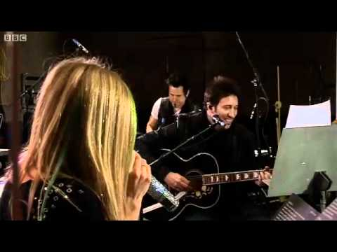 Avril Lavigne - Tik Tok (Ke$ha cover) in Radio 1' s Live Lounge - BBC