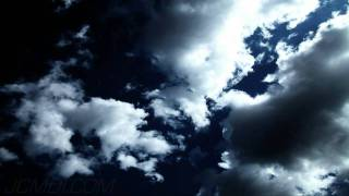 Blue cloud heaven: high contrast cumulus overhead timelapse (4/5) HD V09316
