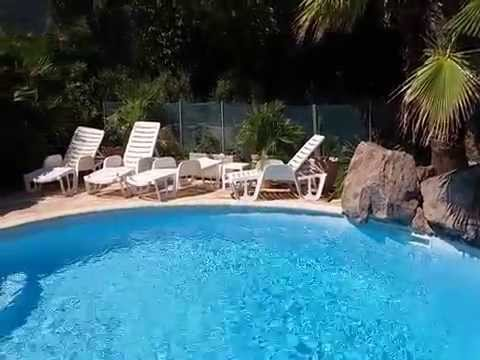 maison avec piscine et cascade dans un crin de verdure l 39 abris des regards youtube. Black Bedroom Furniture Sets. Home Design Ideas