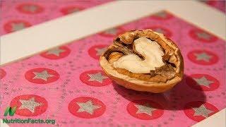 Tři ořechy nebo arašídy jako prevence rakoviny prsu?