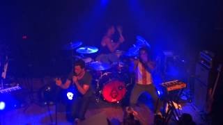 "Andy Grammer sings ""Pushing"", St. Louis, 7/9/14"