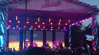 Ирина Дубцова поёт песню Сергея Лазарева. Сдавайся