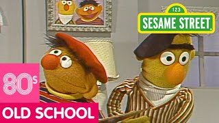 Sesame Street: Bert And Ernie Paint Together