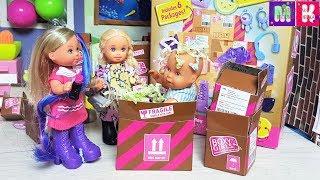 ОДЕВАЛКИ С СЮРПРИЗАМИ КАТЯ И МАКС ВЕСЕЛАЯ СЕМЕЙКА#куклы #мультики/Boxy Girls Toy Surprise