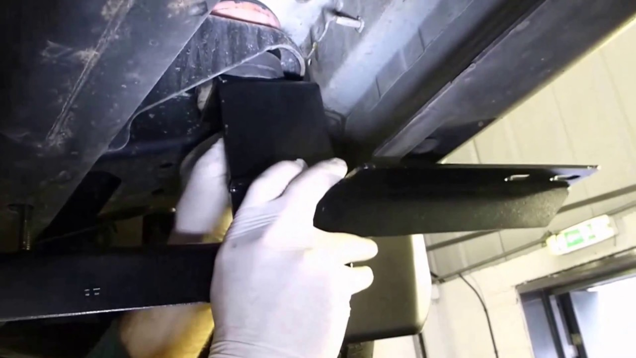 Land Rover Discovery >> Side Steps for Land Rover Discovery 3 and 4 Fitting Guide - YouTube
