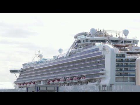 На круизном лайнере Diamond Princess от коронавируса умерли два пассажира.