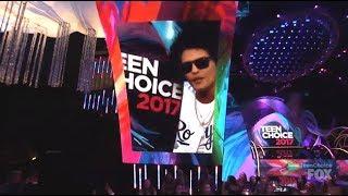 Bruno Mars Wins Visionary Award - Teen Choice 2017