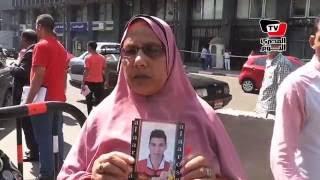 والدة ضحية «هجرة غير شرعية»: «أبوس جزمة أي مسؤول بس أشوف ابني»