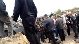 Ясногорка 2.05.2014 танк переехал человека !!