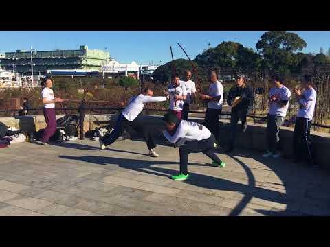 Roda de Capoeira no Porto de Yokohama (Grupo Abadá)