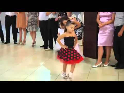 sublime jeune danseur de salsa
