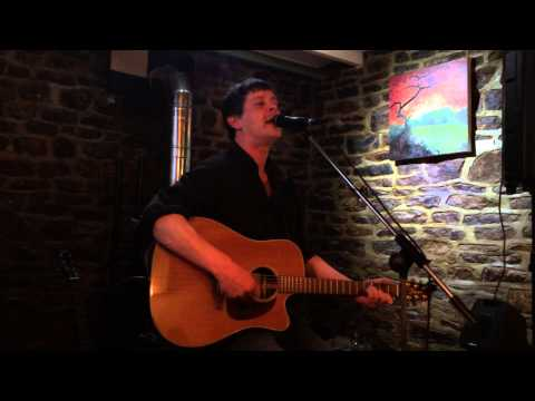 Rob Matheson sings The Zutons Valerie.
