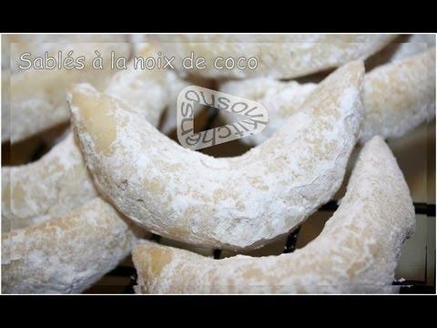 recette-cornes-de-gazelle-sablés-à-la-noix-de-coco/cookies-with-coconut-flakes