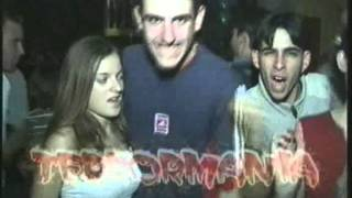 Video - Reportaje Discoteca Central Rock Fiesta Terrormania viernes 2-12-2001 Completo
