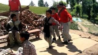 'Rind Posh Maal' - Kashmiri song by kids
