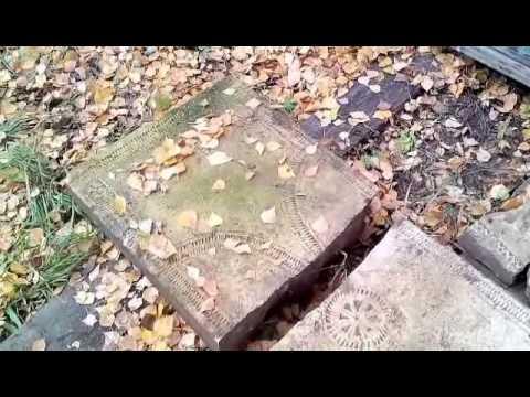 Перевозка в музей древних надгробий.