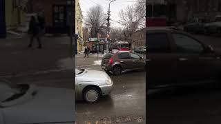 В Саратове любитель кофе перегородил полосу общественного транспорта