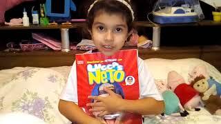 Mostrando o Livro do Luccas Neto